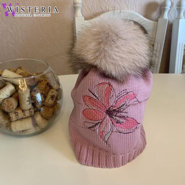 Женская шапка розовая с вышивкой и мехом от Wisteria