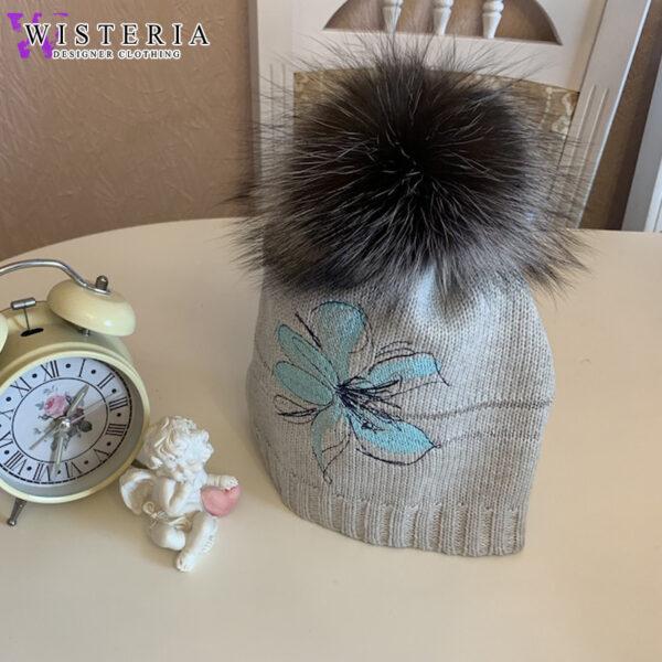Женская шапка голубая с вышивкой и мехом от Wisteria