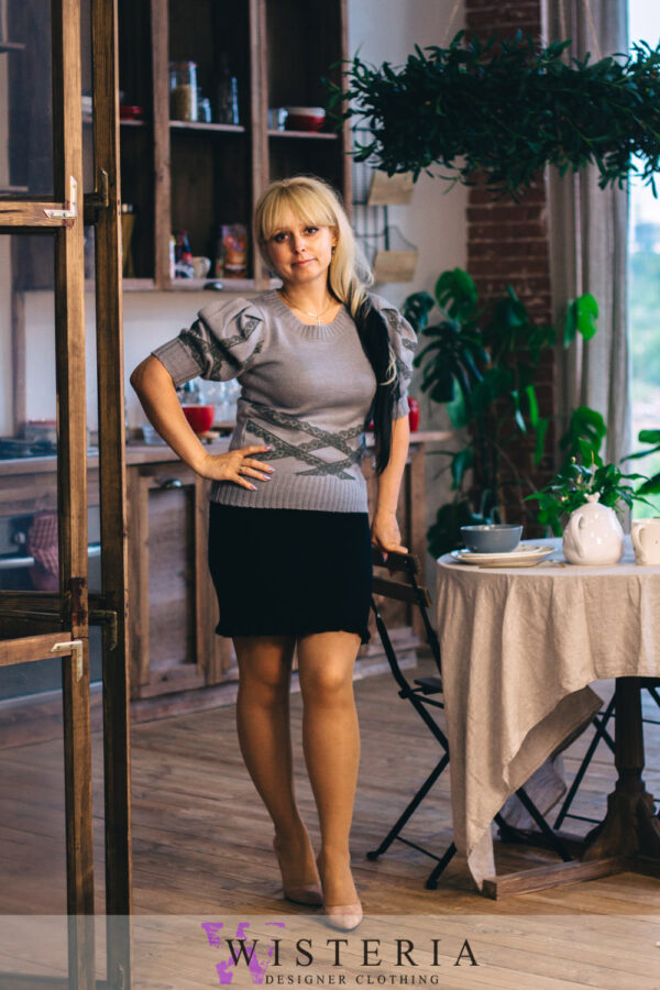 Женская кофточка серая с кружевом от Wisteria
