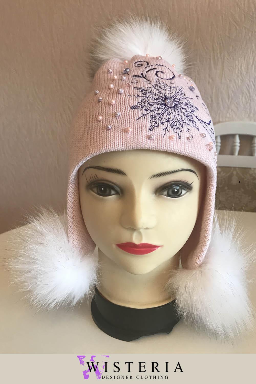 Розовая детская шапка с мехом песца от Wisteria